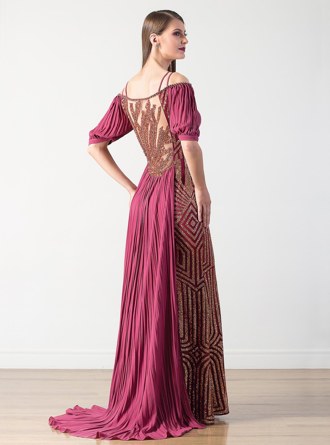 Vestido longo brilhoso com cauda