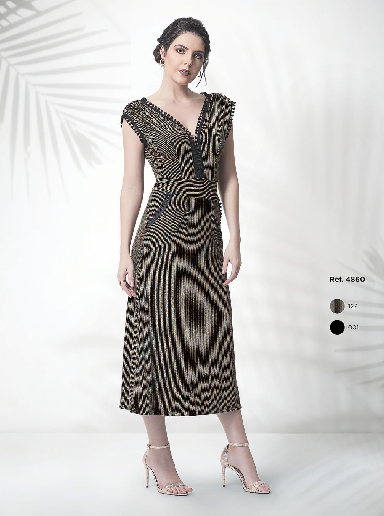Vestido midi de malha com detalhe de franjas