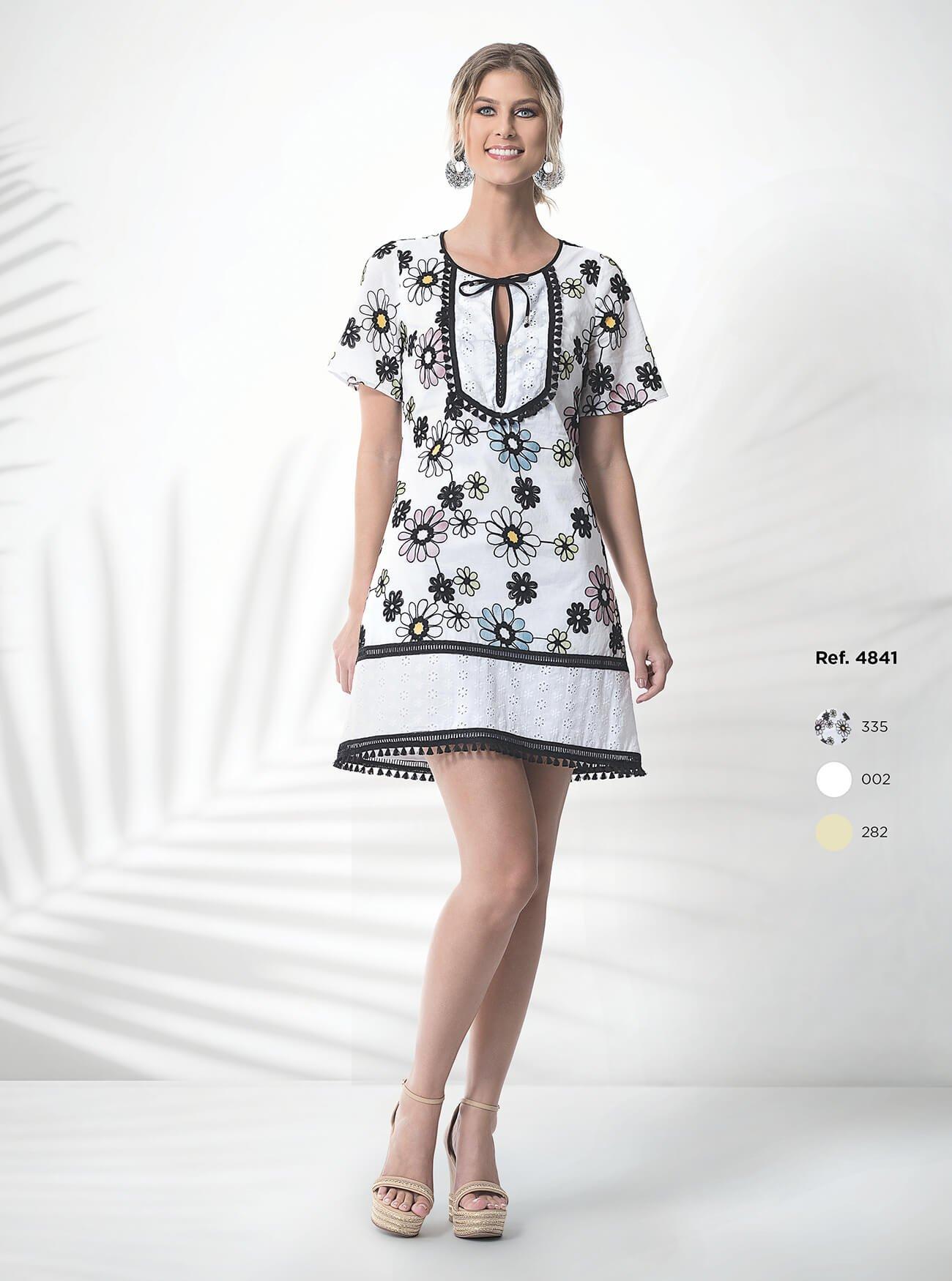Vestido curto floral com mangas