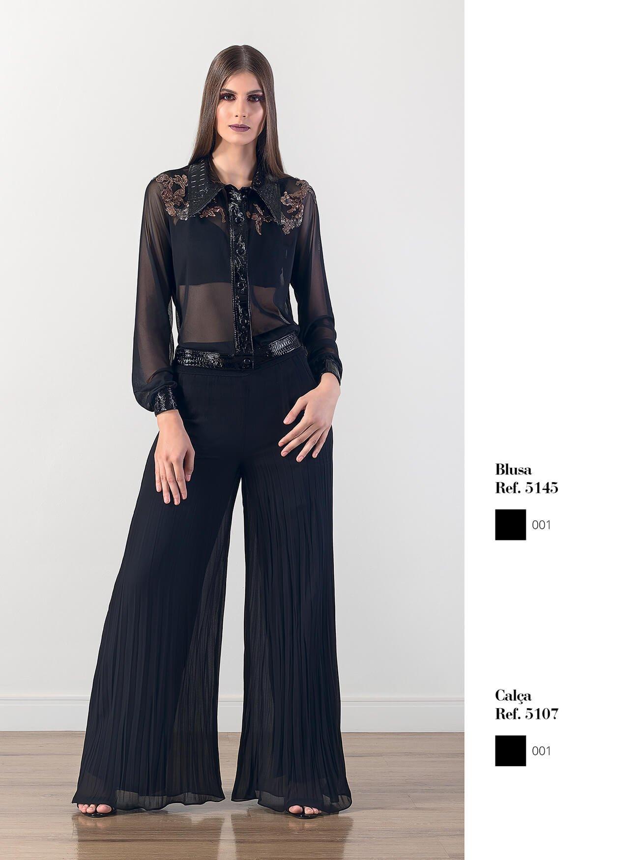 Jaqueta com bordados e transparência | Calça plissada