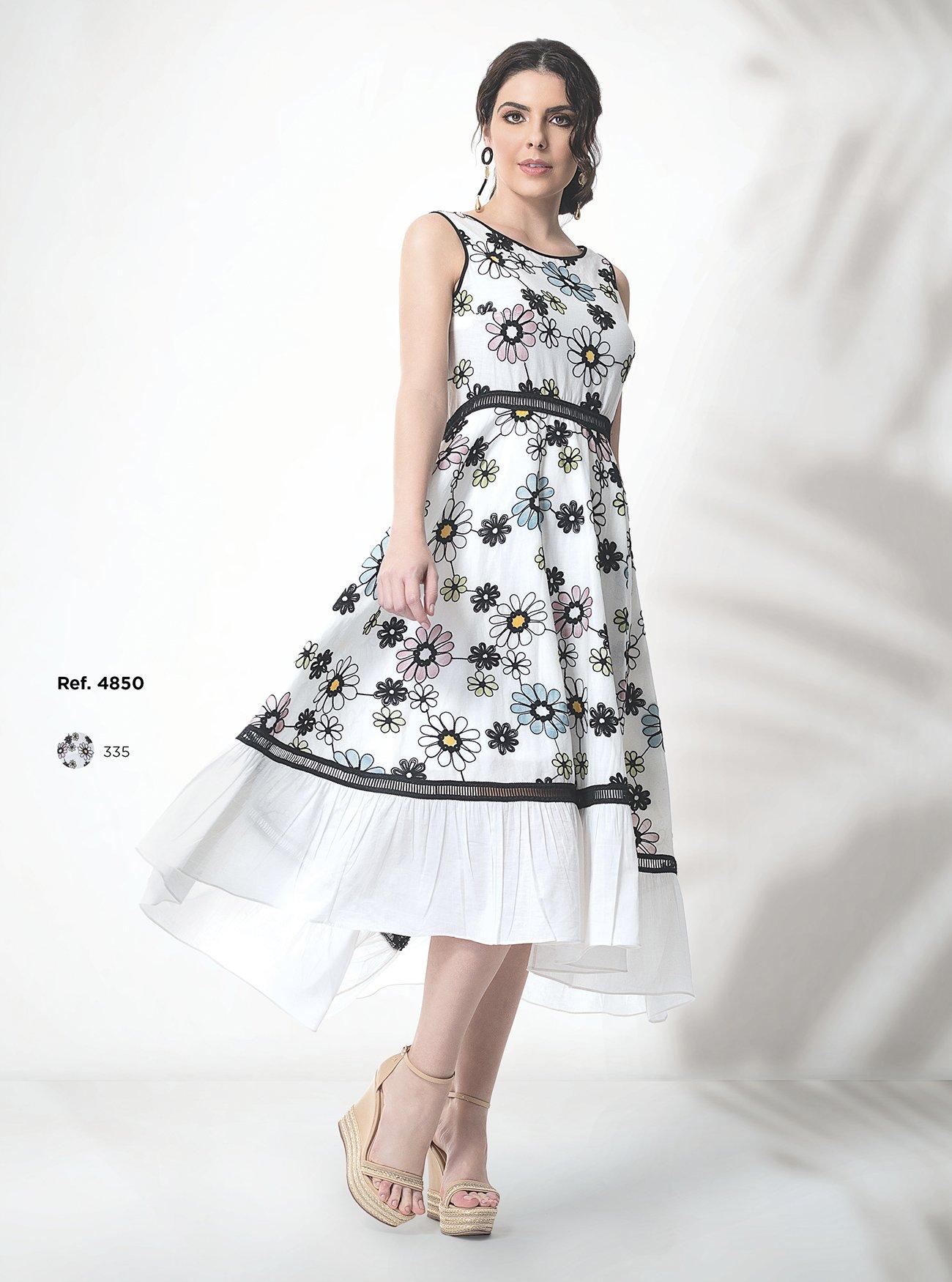 Vestido midi floral com babado