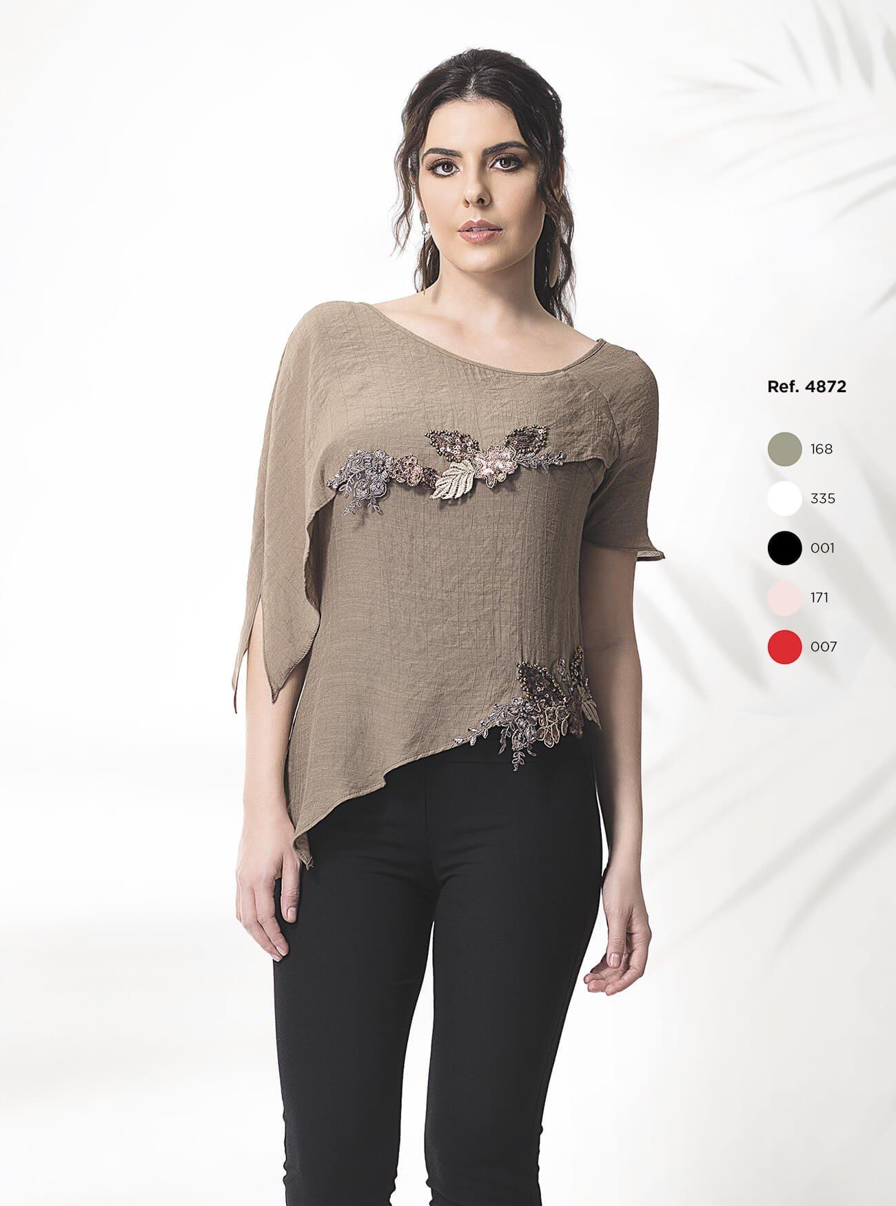 Blusa assimétrica com detalhes