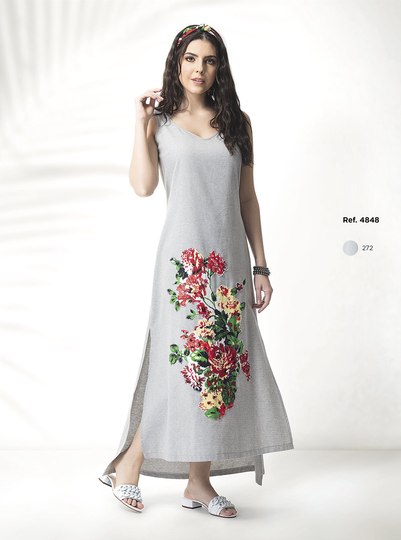 Vestido longo com fenda na lateral