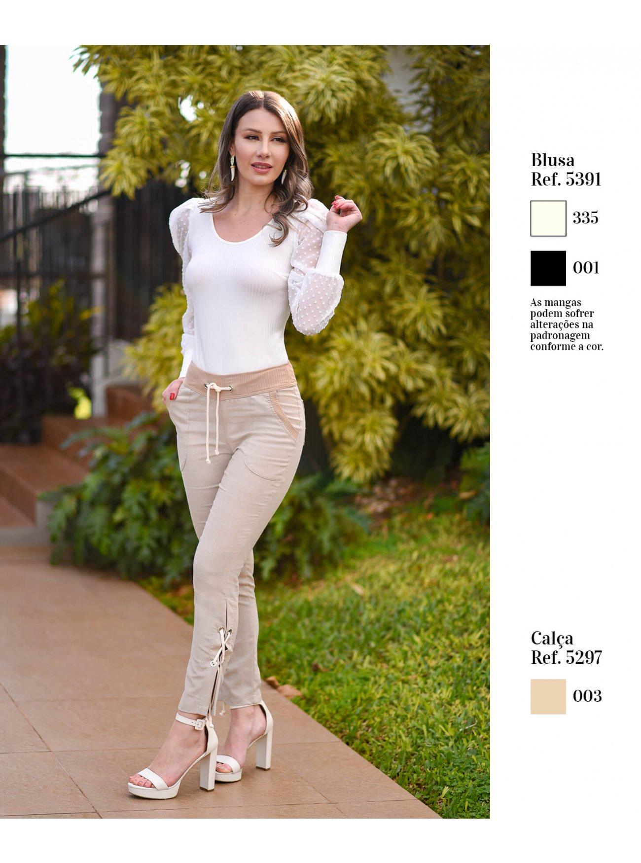 Blusa manga longa bufante | Calça em linho com detalhes em cordão